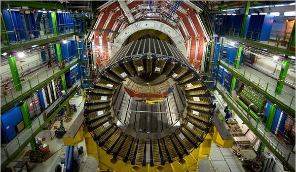 El-Gran-Colisionador-de-Hadrones-e1354858838143
